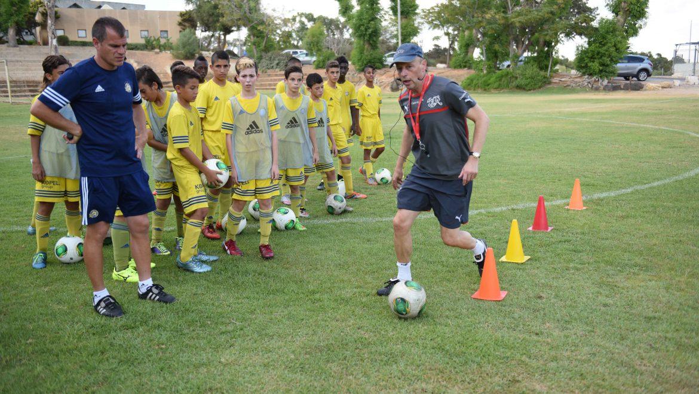 השתלמות מאמנים שיעור מעשי –  דני ריסר מאמן כדורגל משוויץ